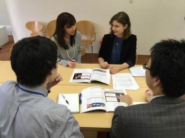 正社員の英語講師を募集します