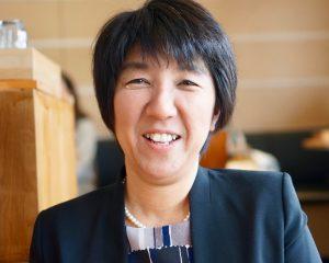 大学の非常勤講師として活動する栗田先生